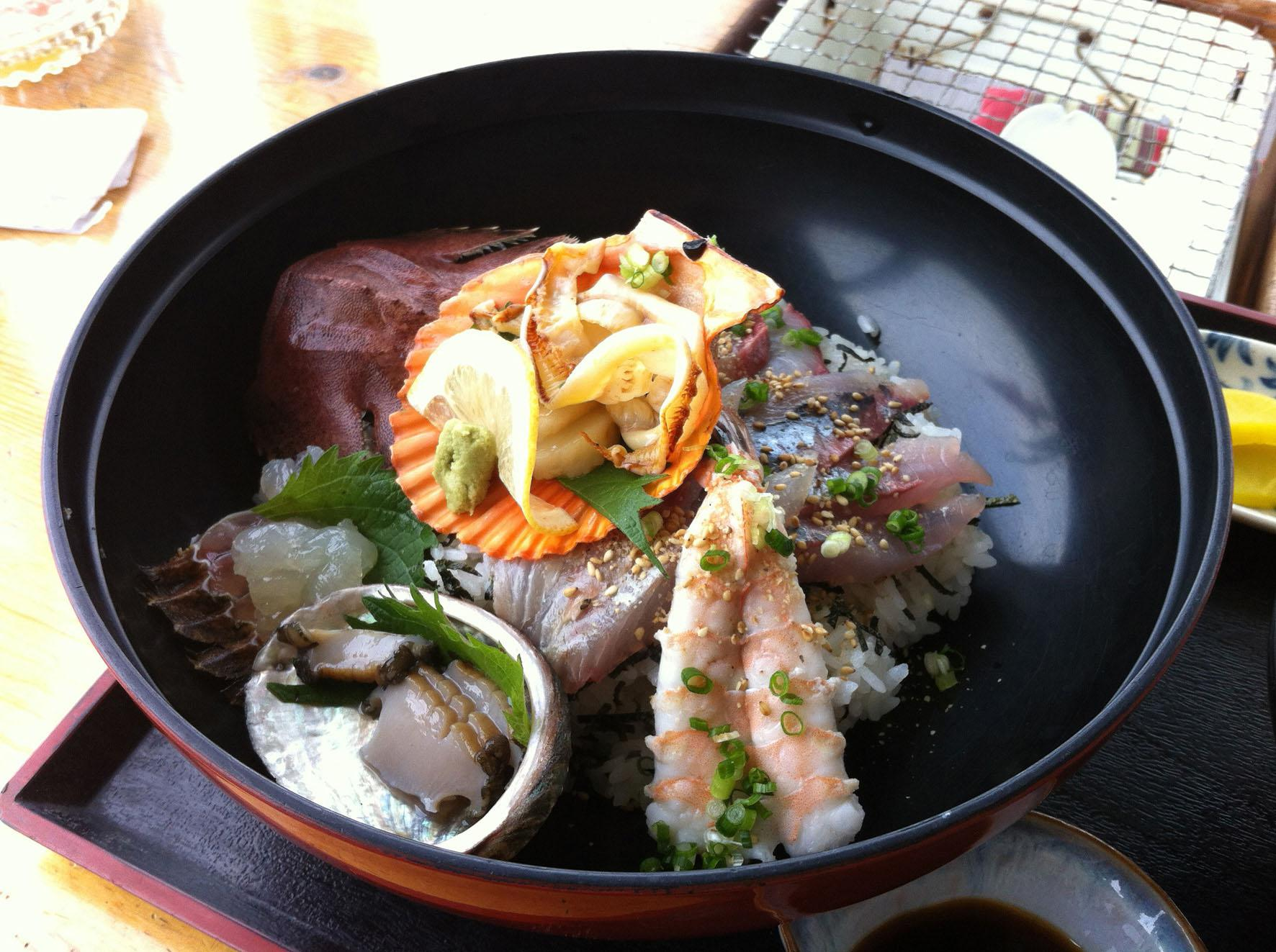 Kaisendon(Fresh Seafood on Rice in Bowl)